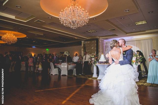 Windsor Ballroom At The Holiday Inn Central Jersey Wedding